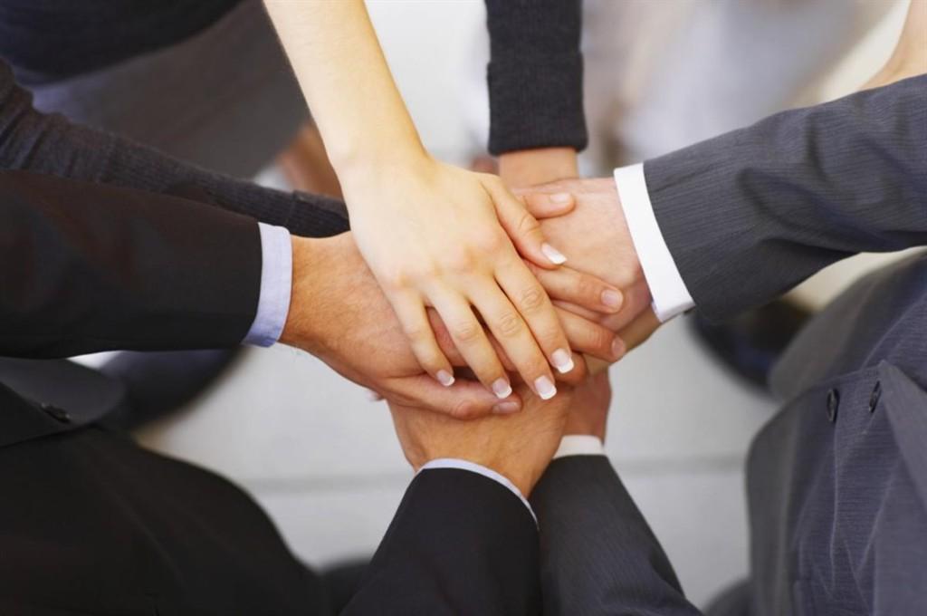 Business-Partner-hands_1033x686